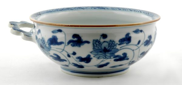 Good Chinese Export Porcelain Porringer