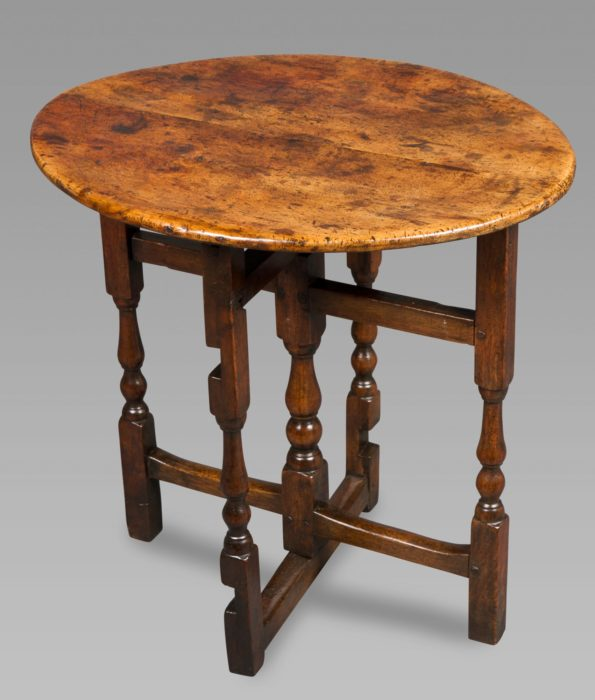 Good Quality William and Mary Sycamore and Walnut Coaching Table