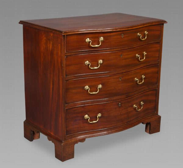 Fine Quality Chippendale Period Mahogany Serpentine Chest of Drawers