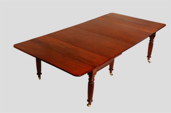 Gillows of Lancaster: Regency Mahogany Extending Dining Table