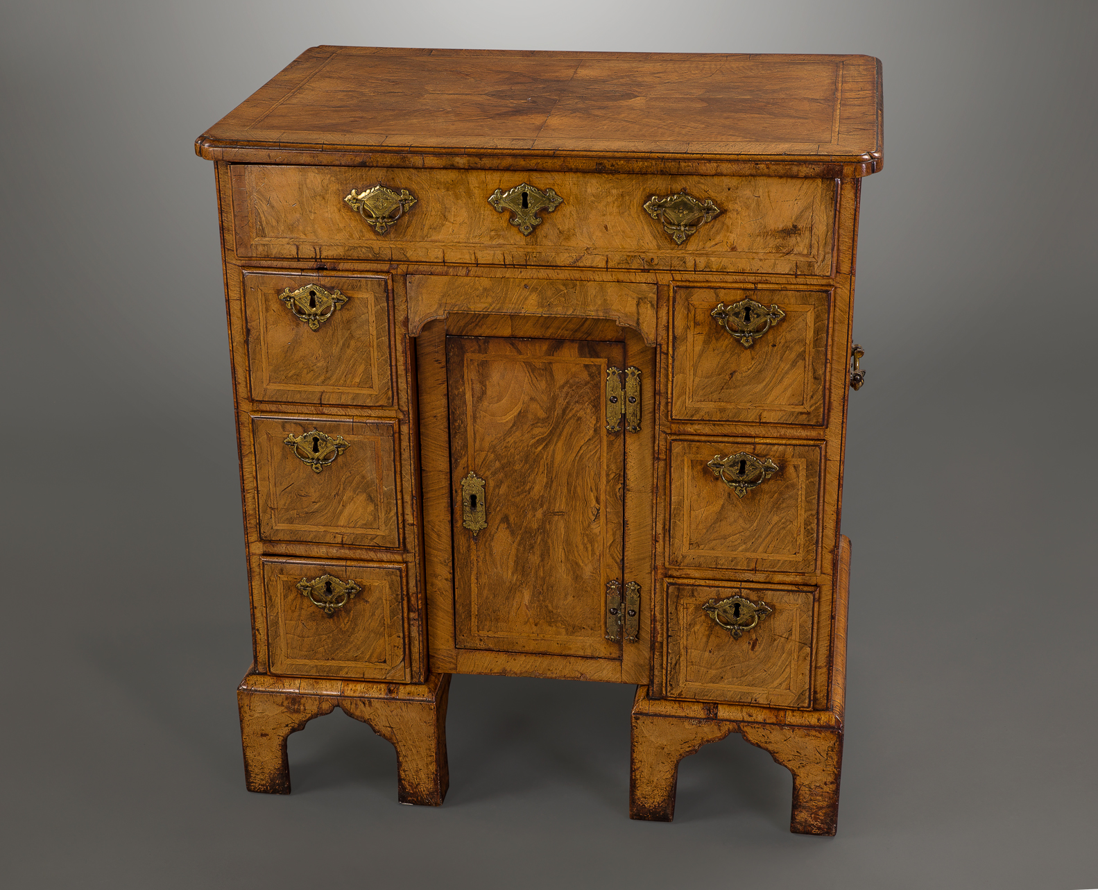 ... Fine and Important George I Walnut Kneehole Desk ... - Fine And Important George I Walnut Kneehole Desk Michael Pashby